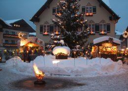 Weihnachtsmarkt auf dem Mozartplatz in St. Gilgen